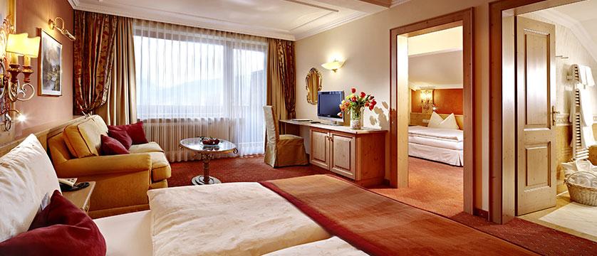 austria_zell-am-see_salzburger-hof_family-bedroom.jpg